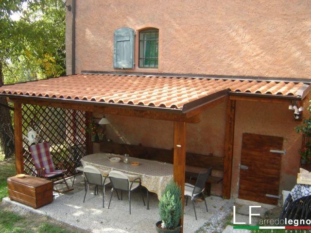 tettoia in legno colore castagno