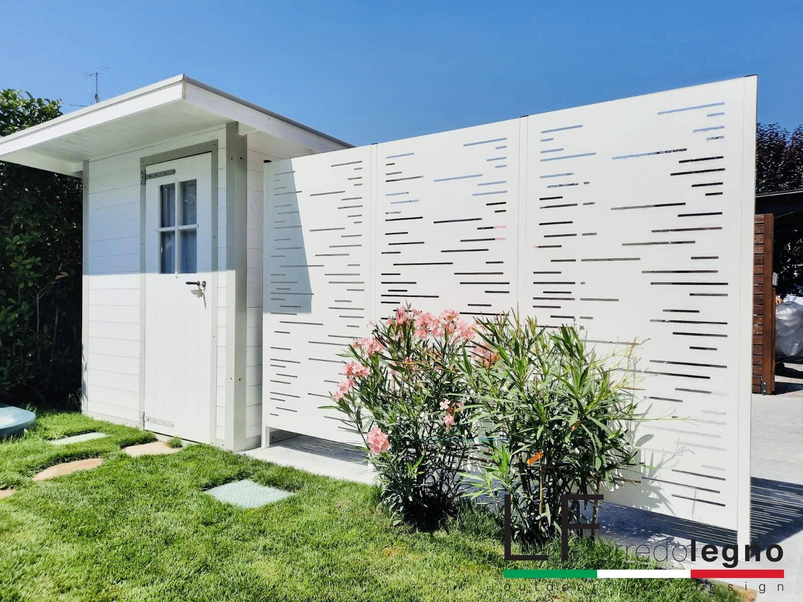 Pannelli frangivista modulari in alluminio modello LINEAR colore bianco con fissaggio a pavimento