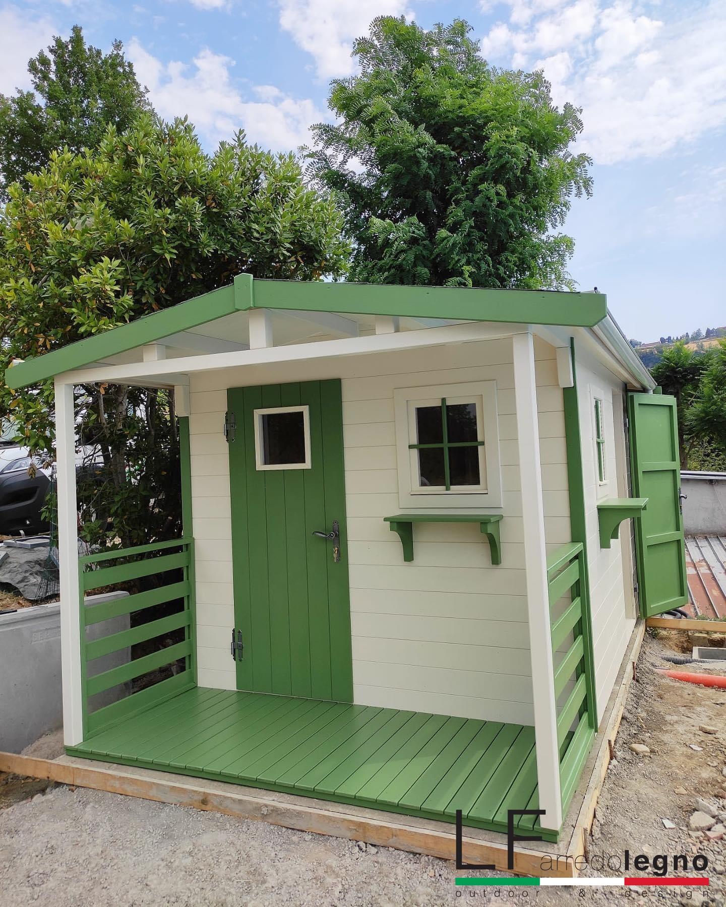 Casetta in legno doppia falda 2,50 x 4 m colore smaltato verde e bianco