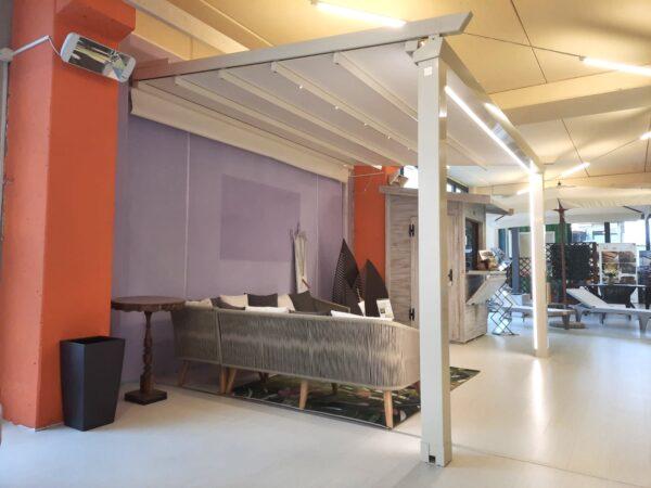 Pergotenda motorizzata inclinata scorrevole e impacchettabile in alluminio con copertura in PVC con illuminazione led, colore bianco